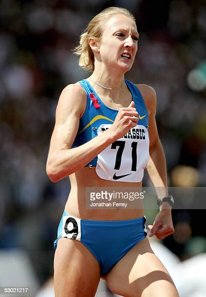 Paula Radcliffe runs the Women's 1500m during the 2005 Nike Prefontaine Classic Grand Prix on June 4 2005 at Hayward Field in Eugene Oregon Radcliffe...