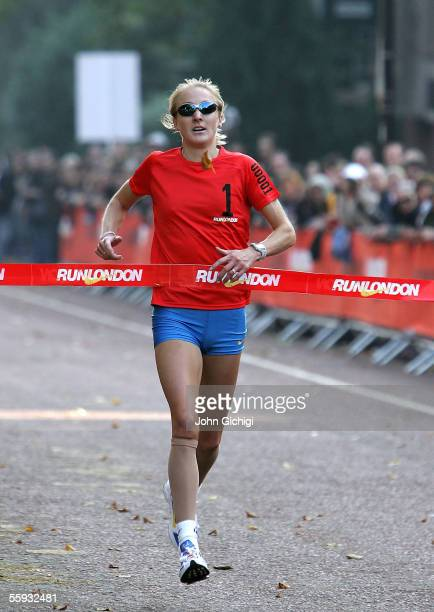 Paula Radcliffe wins the Nike 10K at Hyde Park on October 16 2005 in London Over 32000 participants joined World Champion Paula Radcliffe and Lord...