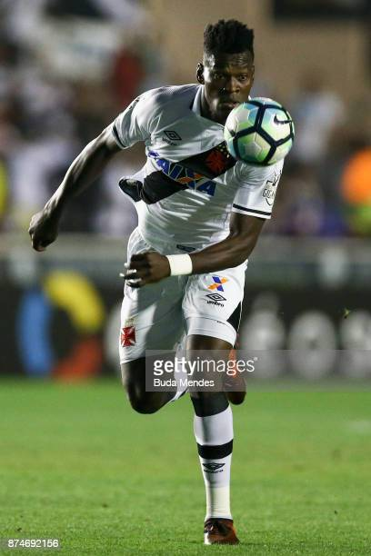 Paulao of Vasco da Gama controls the ball during a match between Vasco da Gama and Atletico MG as part of Brasileirao Series A 2017 at Sao Januario...