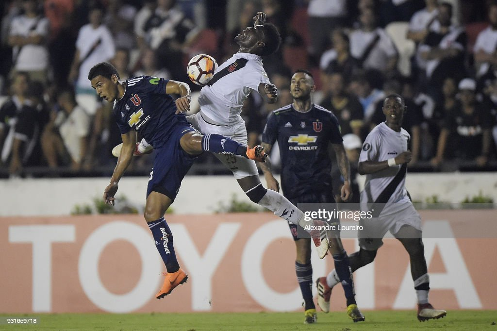 Paulao (L) of Vasco da Gama struggles for the ball with Matías Rodriguez of Universidad de Chile during a Group Stage match between Vasco and Universidad de Chile as part of Copa CONMEBOL Libertadores 2018 at Sao Januario Stadium on March 13, 2018 in Rio de Janeiro, Brazil.