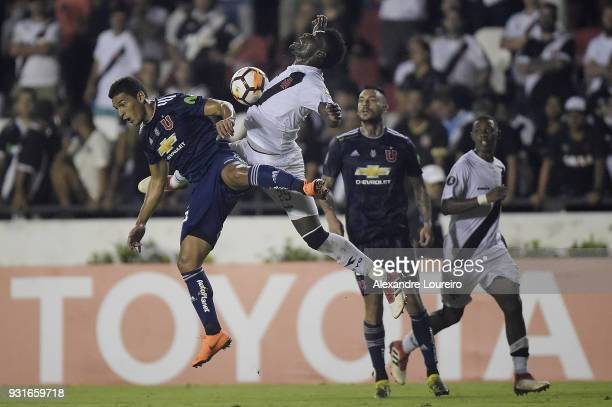 Paulao of Vasco da Gama struggles for the ball with Matías Rodriguez of Universidad de Chile during a Group Stage match between Vasco and...
