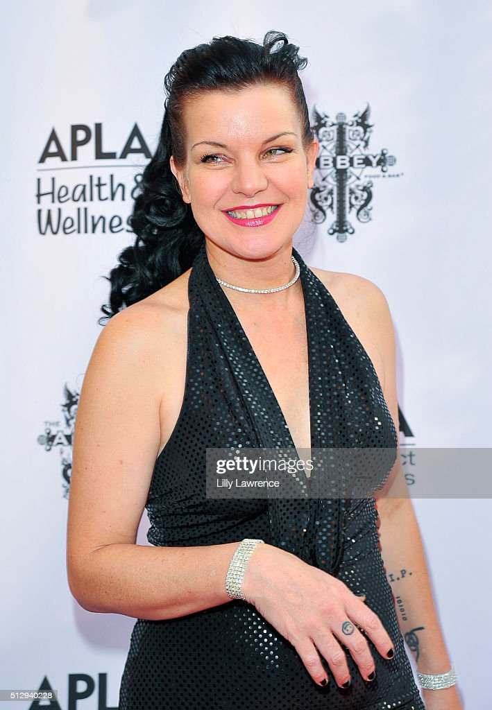 Pauley Perrette attends The Abbey Food And Bar's 15th Annual 'The Envelope Please' Oscar viewing party at The Abbey on February 28, 2016 in West Hollywood, California.