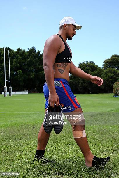 Pauli Pauli of the Knights cools off during a Newcastle Knights NRL pre-season training session at Hunter Stadium on February 10, 2016 in Newcastle,...