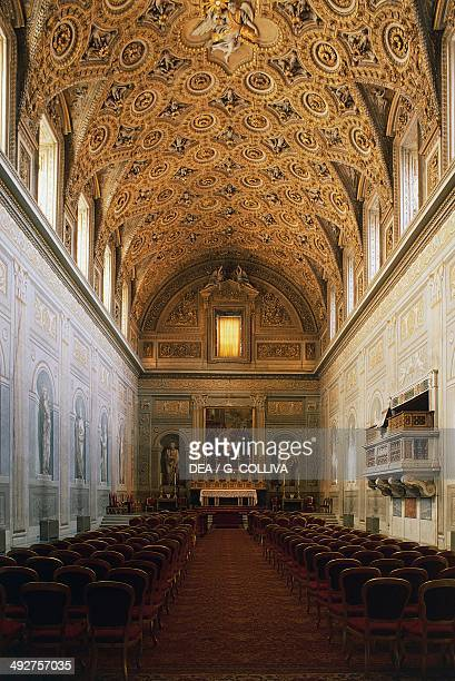 Pauline Chapel, designed by Carlo Maderno , vault decorated with golden stucco created by Martino Ferabosco in 1616, Quirinal Palace, Rome, Lazio,...