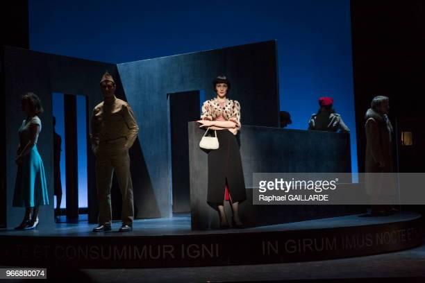 Pauline Clément de la Comédie-Française interprète la pièce 'La Ronde' d'après Arthur Schnitzler, mise en scène d'Anne Kessler au théâtre du...
