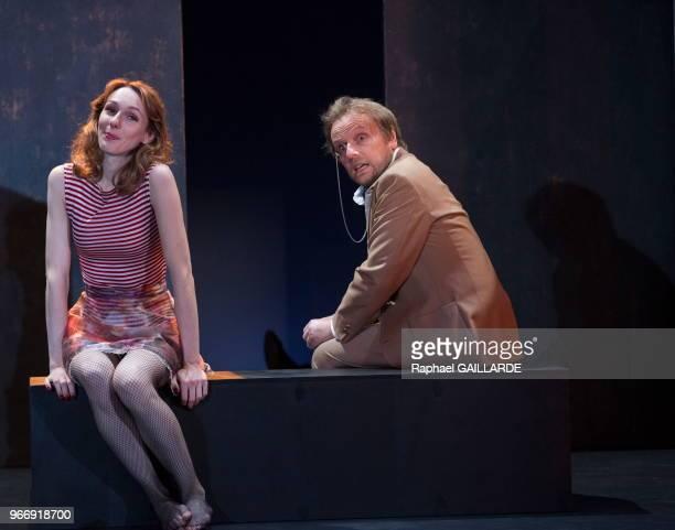 Pauline Clément et Laurent Stocker de la Comédie-Française interprètent la pièce 'La Ronde' d'après Arthur Schnitzler, mise en scène d'Anne Kessler...