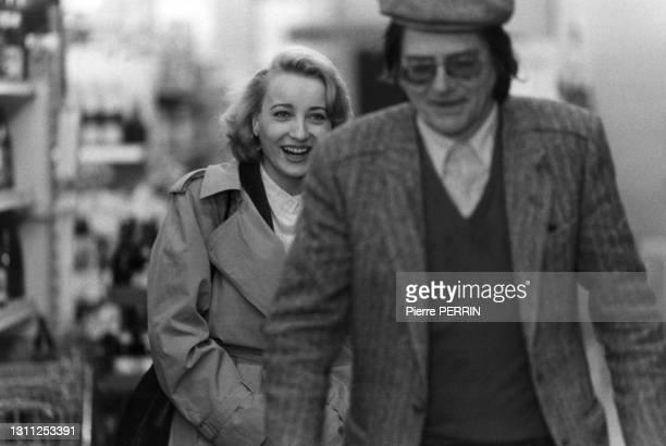 Pauline Lafont et Jean-Pierre Mocky sur le tournage du film 'Le Pactole', en 1985.