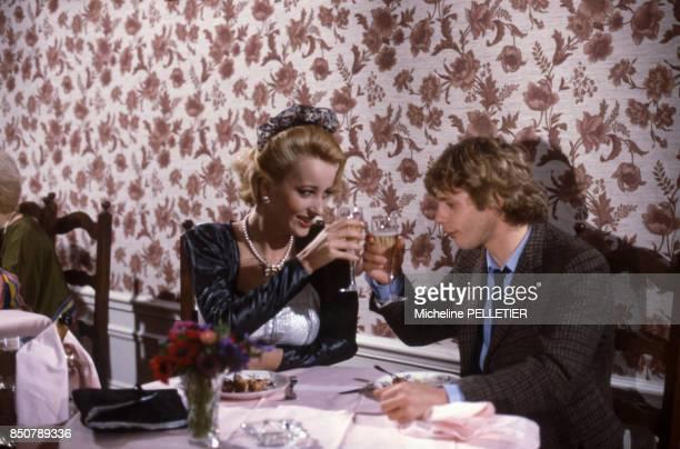 Pauline Lafont et Lucas Belvaux lors du tournage du film 'Poulet au Vinaigre' réalisé par Claude Chabrol en novembre 1984 France