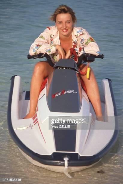 Pauline Lafont sur un jet-ski en avril 1988 aux Bahamas.