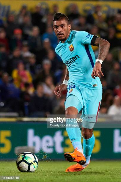 Paulinho of Barcelona kicks the ball during the La Liga match between Las Palmas and FC Barcelona at Estadio Gran Canaria on March 1 2018 in Las...