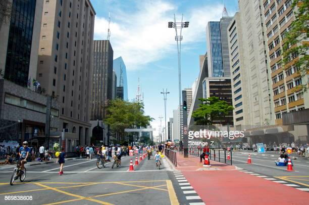 avenida paulista em são paulo - domingo - fotografias e filmes do acervo