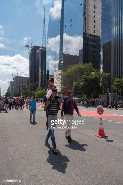 avenida paulista, são paulo - brasil - pedestre - fotografias e filmes do acervo