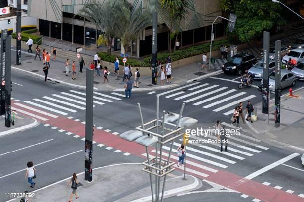 paulista avenue, são paulo - brasil - avenida fotografías e imágenes de stock