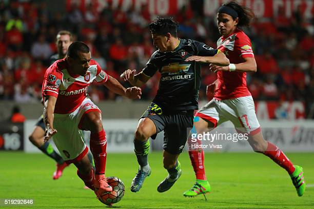 Paulo Da Silva and Gerardo Flores of Toluca struggle for the ball with Diego Morales of LDU Quito during a match between Toluca and LDU Quito as part...