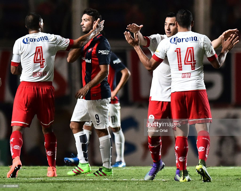 Paulo Da Silva of Toluca greet Martín Cauteruccio of San Lorenzo after a group stage match between San Lorenzo and Toluca as part of Copa Bridgestone Libertadores 2016 at Pedro Bidegain Stadium on March 02, 2016 in Buenos Aires, Argentina.