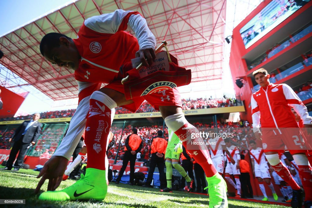 Paulo Da Silva of Toluca walks out to the pitch prior the 6th round match between Toluca and Veracruz as part of the Torneo Clausura 2017 Liga MX at Nemesio Diez Stadium on February 12, 2017 in Toluca, Mexico.