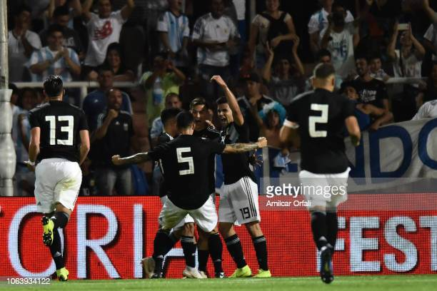 Paulo Dybala of Argentina celebrates with teammates after scoring the second goal of his team during a friendly match between Argentina and Mexico at...