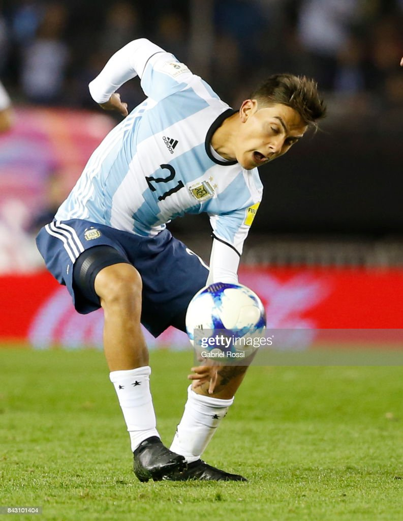 Paulo Dybala of Argentina controls the ball during a match between Argentina and Venezuela as part of FIFA 2018 World Cup Qualifiers at Monumental Stadium on September 05, 2017 in Buenos Aires, Argentina.