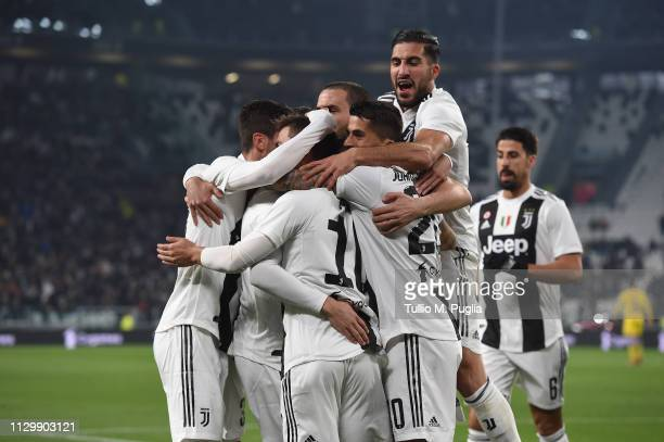 Paulo Dybala of Juventus celebrates with teammates after scoring the opening goal during the Serie A match between Juventus and Frosinone Calcio on...