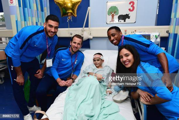 Paulo Gazzaniga Harry Kane Kyle WalkerPeters and Maya Vio meet a young patient during a Tottenham Hotspur player visit at Whipps Cross Hospital on...
