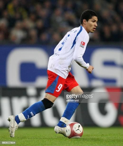 Paulo Guerrero Stürmer Hamburger SV Peru in Aktion am Ball