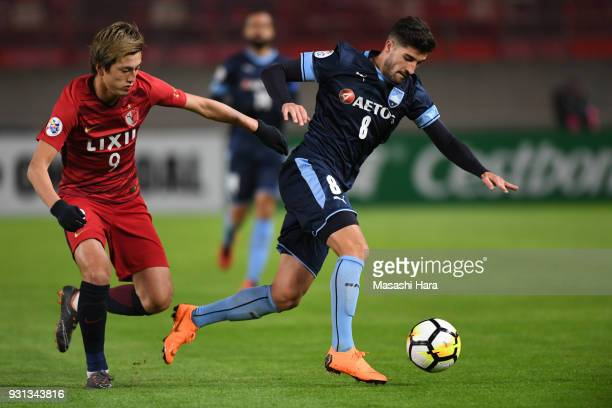 Paulo Retre of Sydney FC and Yuma Suzuki of Kashima Antlers compete for the ball during the AFC Champions League Group H match between Kashima...