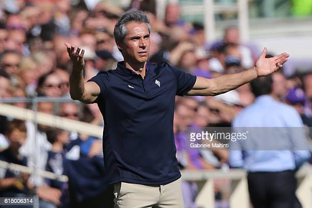 Paulo Sousa manager of ACF Fiorentina gestures during the Serie A match between ACF Fiorentina and Atalanta BC at Stadio Artemio Franchi on October...