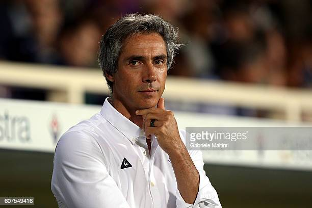 Paulo Sousa manager of ACF Fiorentina looks on during the Serie A match between ACF Fiorentina and AS Roma at Stadio Artemio Franchi on September 18...