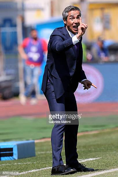 Paulo Sousa manager of ACF Fiorentina shouts instructions to his players during the Serie A match between Empoli FC and ACF Fiorentina at Stadio...