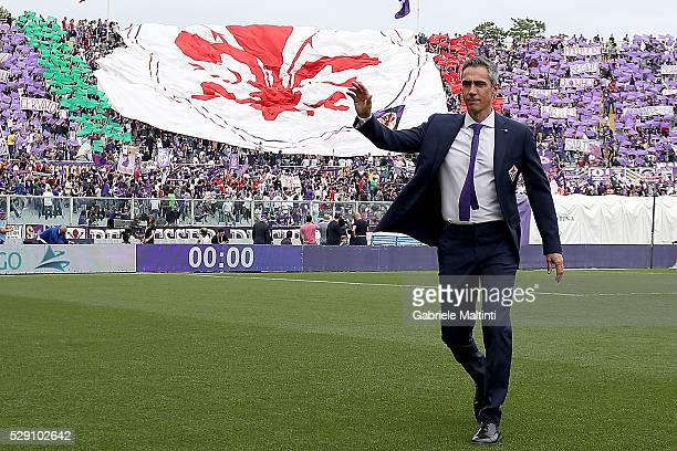 Paulo Sousa manager of AFC Fiorentina gestures during the Serie A match between ACF Fiorentina and US Citta di Palermo at Stadio Artemio Franchi on...