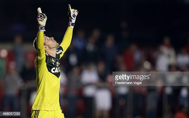 Paulo Victor of Flamengo celebrates saving a penalty during the match between Sao Paulo and Flamengo for the Brazilian Series A 2014 at Estadio do...
