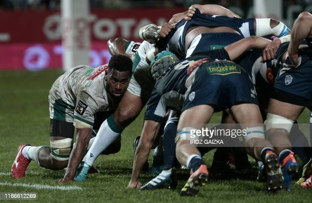 Pau's fijian flanker Lekima Vuda Tagitagivalu pushes in the scrum during the French Top 14 rugby union match between Section Paloise and SU Agen at...