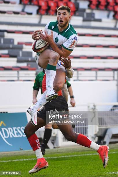 Pau's French winger Vincent Pinto grabs the ball to score a try during the French Top14 rugby union match between Toulon and Pau at The Mayol stadium...