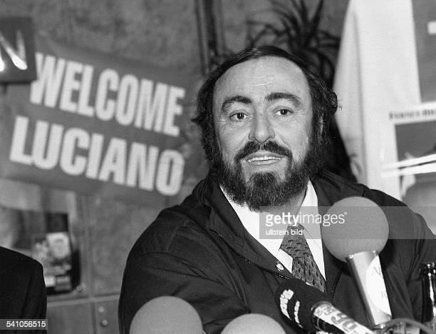 Pavarotti Luciano *Opernsaenger Tenor Italien bei einer Pressekonferenz 1990