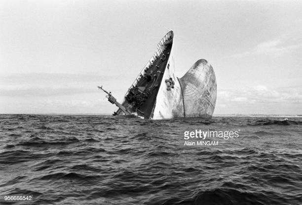 L'épave du pétrolier Amoco Cadiz au large de Potsall le 3 aout 1978 France