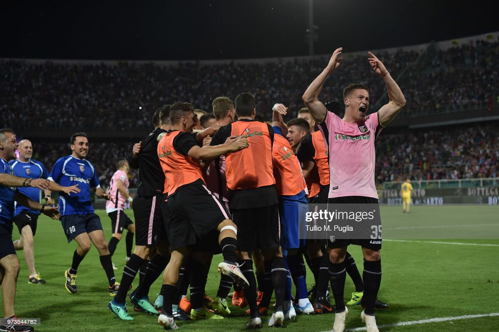 Pavel Dawidowicz of Palermo celebrates with team mates after scoring his team second goal during the serie B playoff match final between US Citta di Palermo and Frosinone Calcio at Stadio Renzo Barbera on June 13, 2018 in Palermo, Italy.