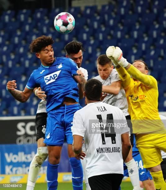 Pavel Kaderabek of TSG Hoffenheim, Ramy Bensebaini of Borussia Moenchengladbach, Alassane Plea of Borussia Moenchengladbach, goalkeeper Tobias Sippel...
