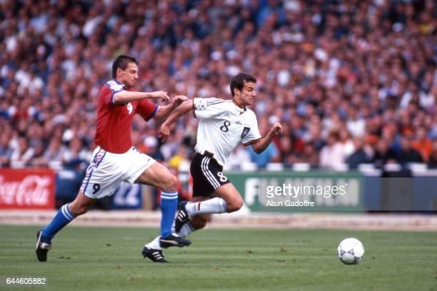 Pavel KUKA / Mehmet SCHOLL Allemagne / Republique Tcheque Finale de l'Euro 1996 Londres Photo Alain Gadoffre / Icon Sport