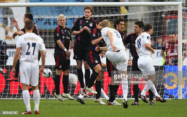 Pavel Pogrebnyak of St. Petersburg scores the first goal with a free kick during the UEFA Cup semi final 2nd leg match between Zenit St. Petersburg...
