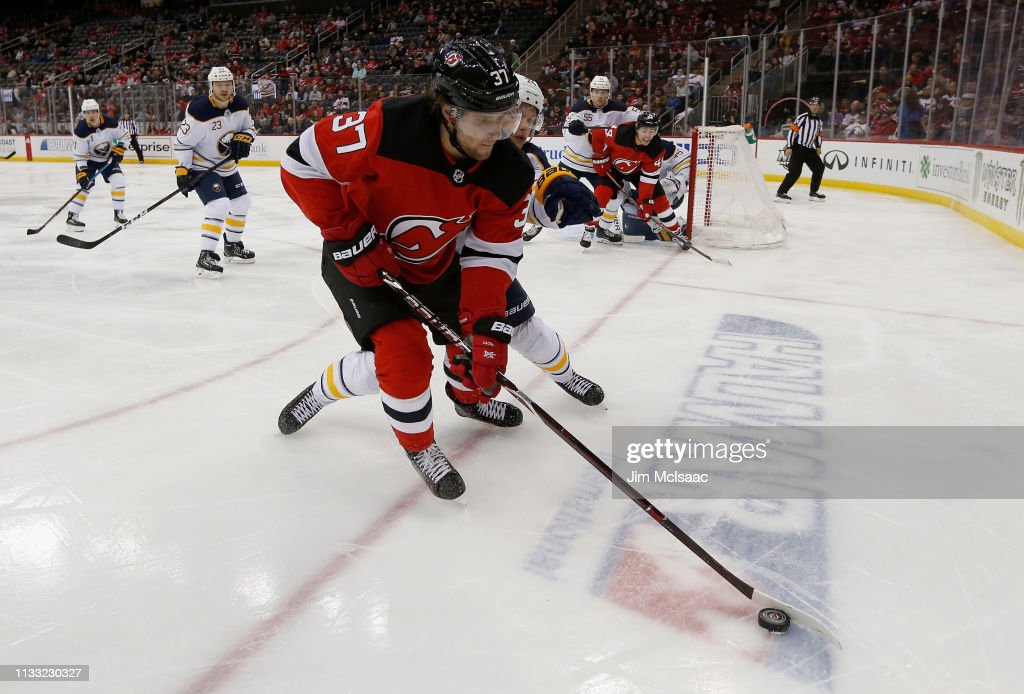Buffalo Sabres v New Jersey Devils : News Photo
