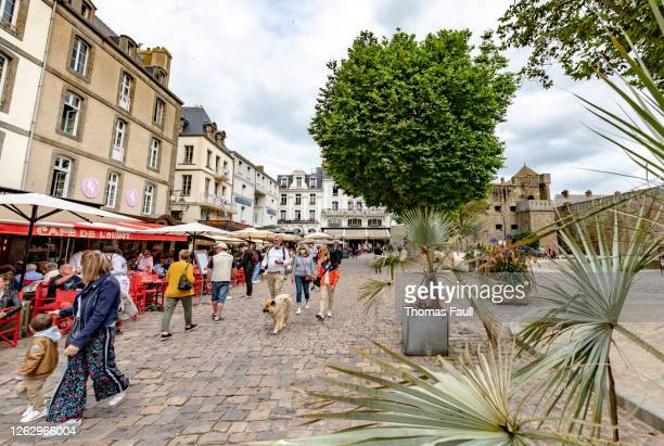 pavement cafes and restaurants in st malo, france - ille et vilaine stock pictures, royalty-free photos & images
