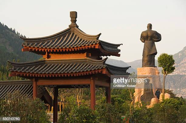 pavilion and kung fu monument at shaolin temple, birthplace of kung fu martial art, shaolin, henan province, china, asia - shaolin monastery stock photos and pictures