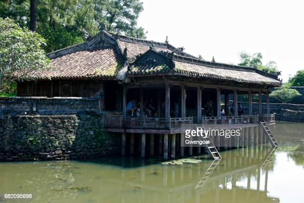 pavillon at  the tomb of the emperor tu duc in hue - gwengoat stock pictures, royalty-free photos & images