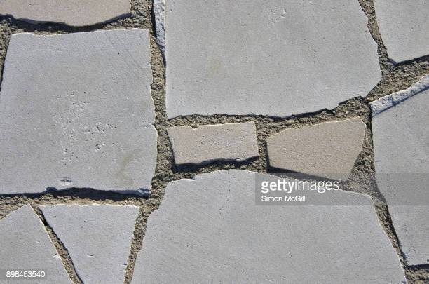 Paving made from cracked concrete pieces