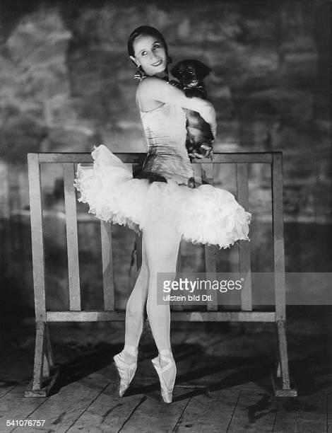 Pawlowa Anna *12021881Ballettänzerin Tänzerin Russland 1928