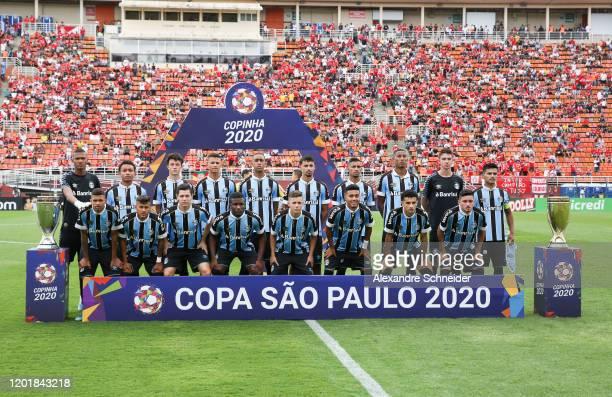 Payers of Gremio pose for photo prior to the match against Internacional for the Copa Sao Paulo de Futebol Junior Final at Pacaembu Stadium on...