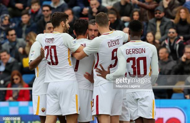 Payers of Roma celebrate the opening goal during the serie A match between FC Crotone and AS Roma at Stadio Comunale Ezio Scida on March 18 2018 in...