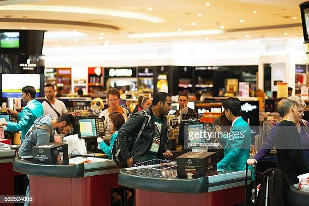 Paying at duty free caisse