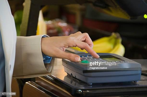 Bezahlen im Supermarkt