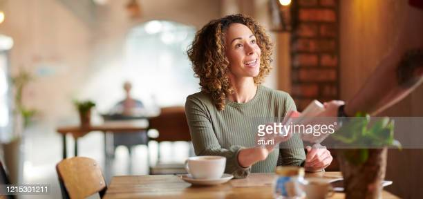 paying by contactless - contactless payment stock pictures, royalty-free photos & images